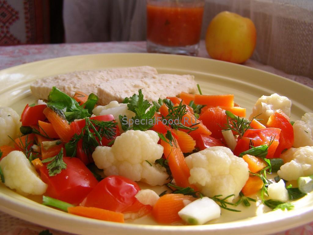Куриная грудка с гарниром из овощей
