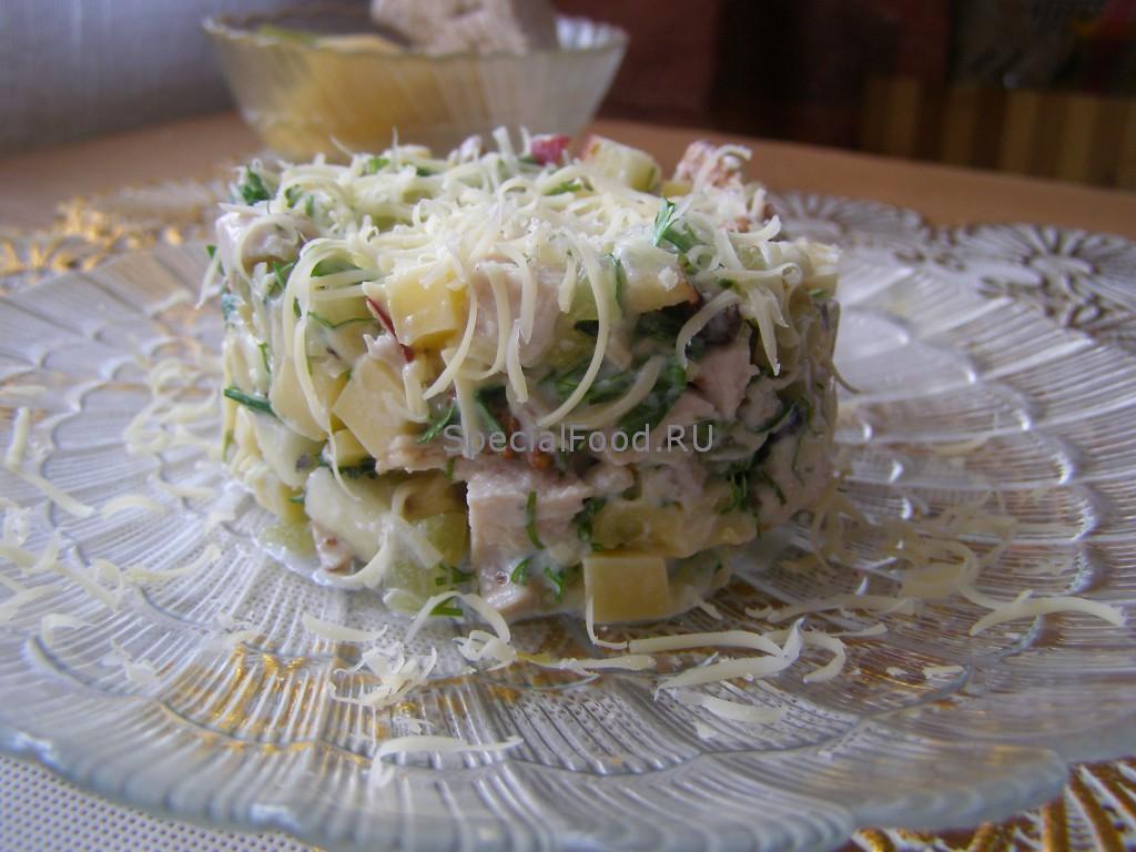 Салат из курицы с грецкими орехами и яблоками