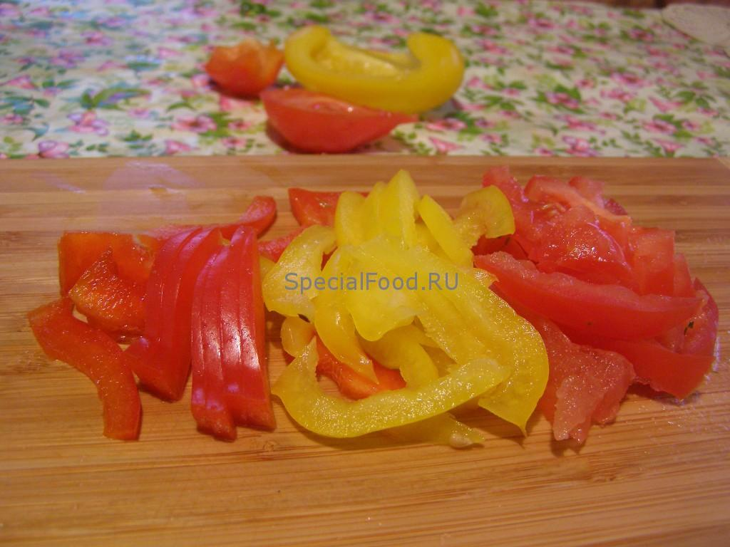 Перец сладкий и помидор
