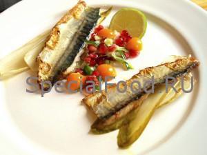 Физалис и рыба