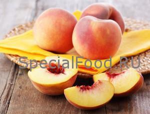 Персики на столе