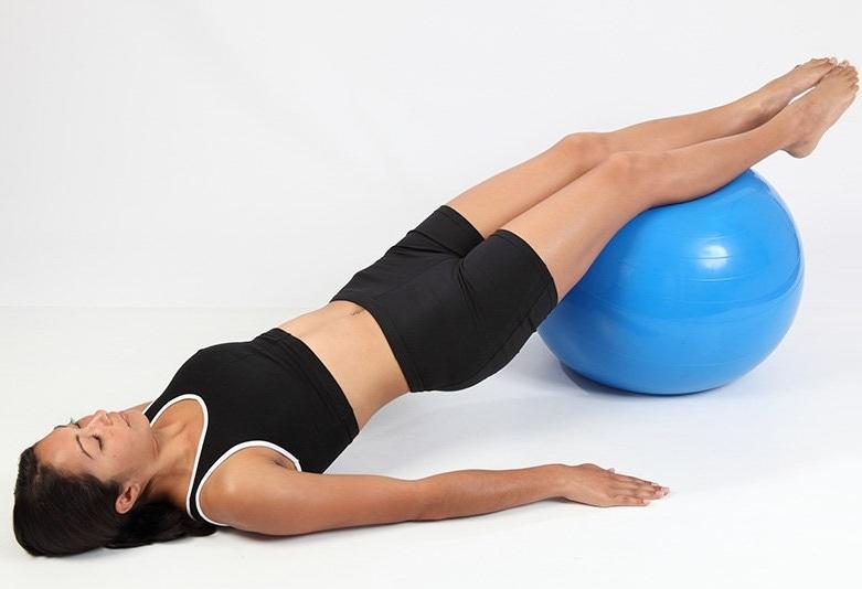 Упражнения на фитболе спина ноги
