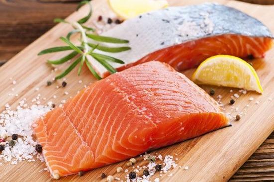 Посолить лосося