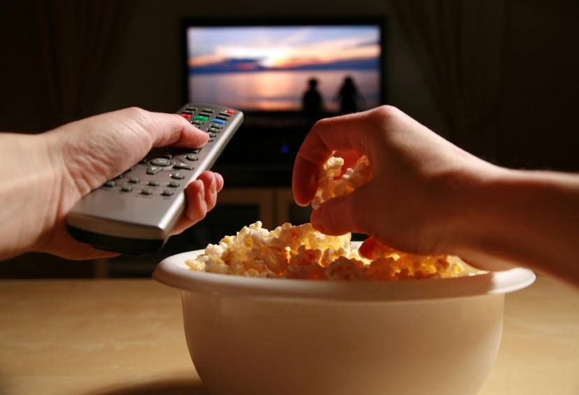 Кушать возле телевизора