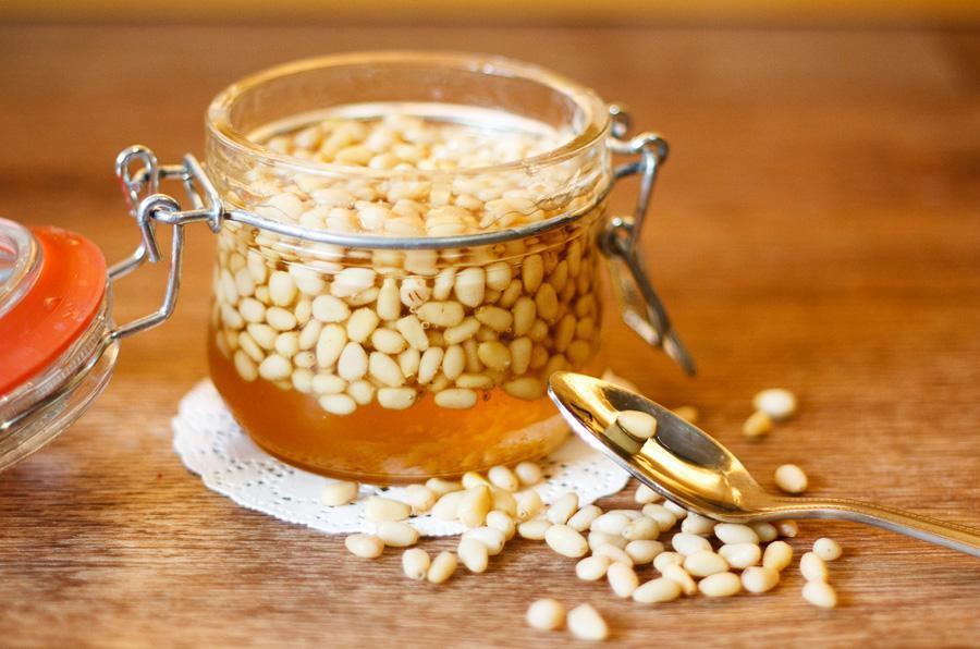 Кедровые орехи с медом
