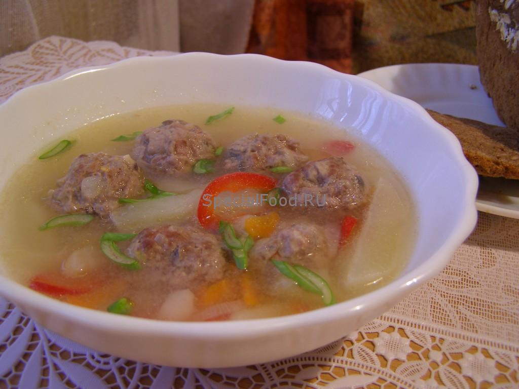 Суп с фрикадельками из мяса и грибов
