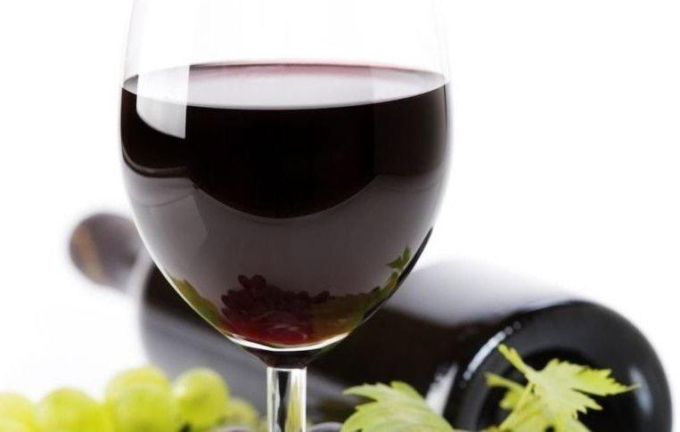 Красное сухое виноградное вино