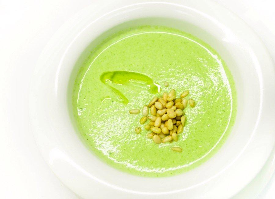 Суп-пюре из брокколи и кедровых орехов