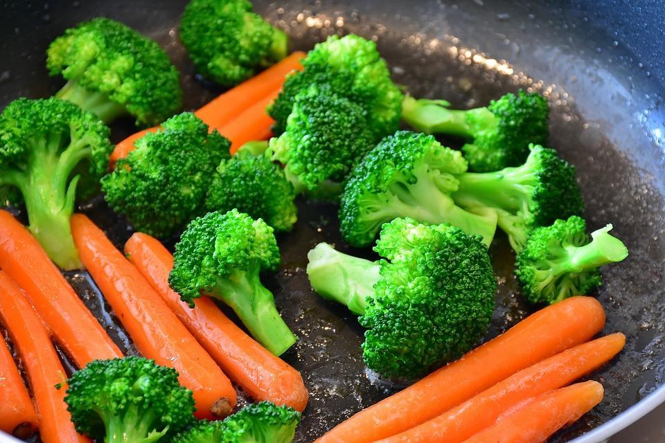 брокколи и морковка