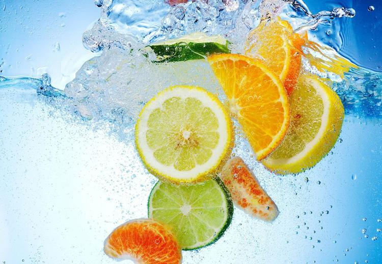 вода и фрукты