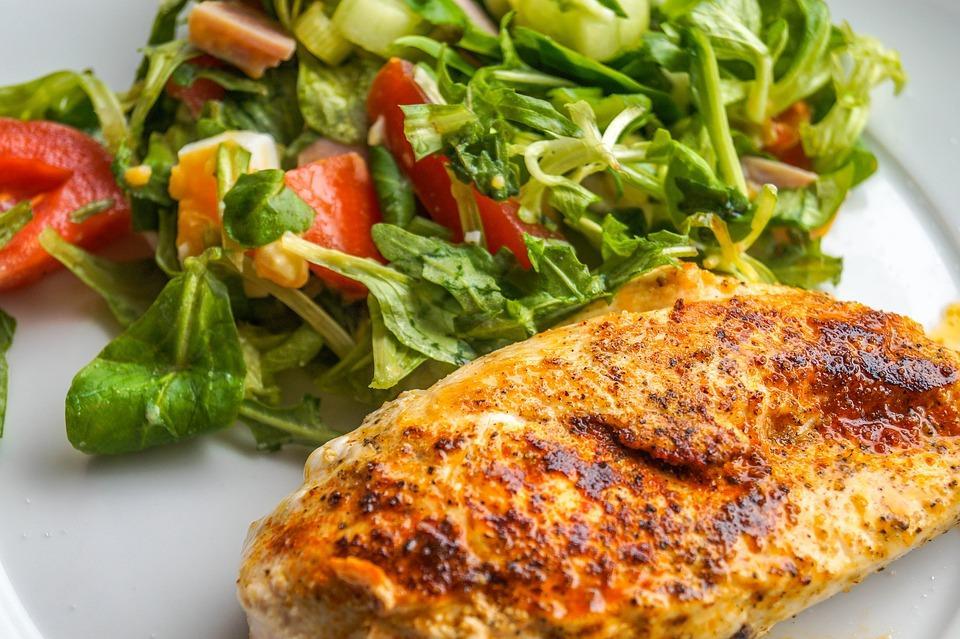 филе и салат