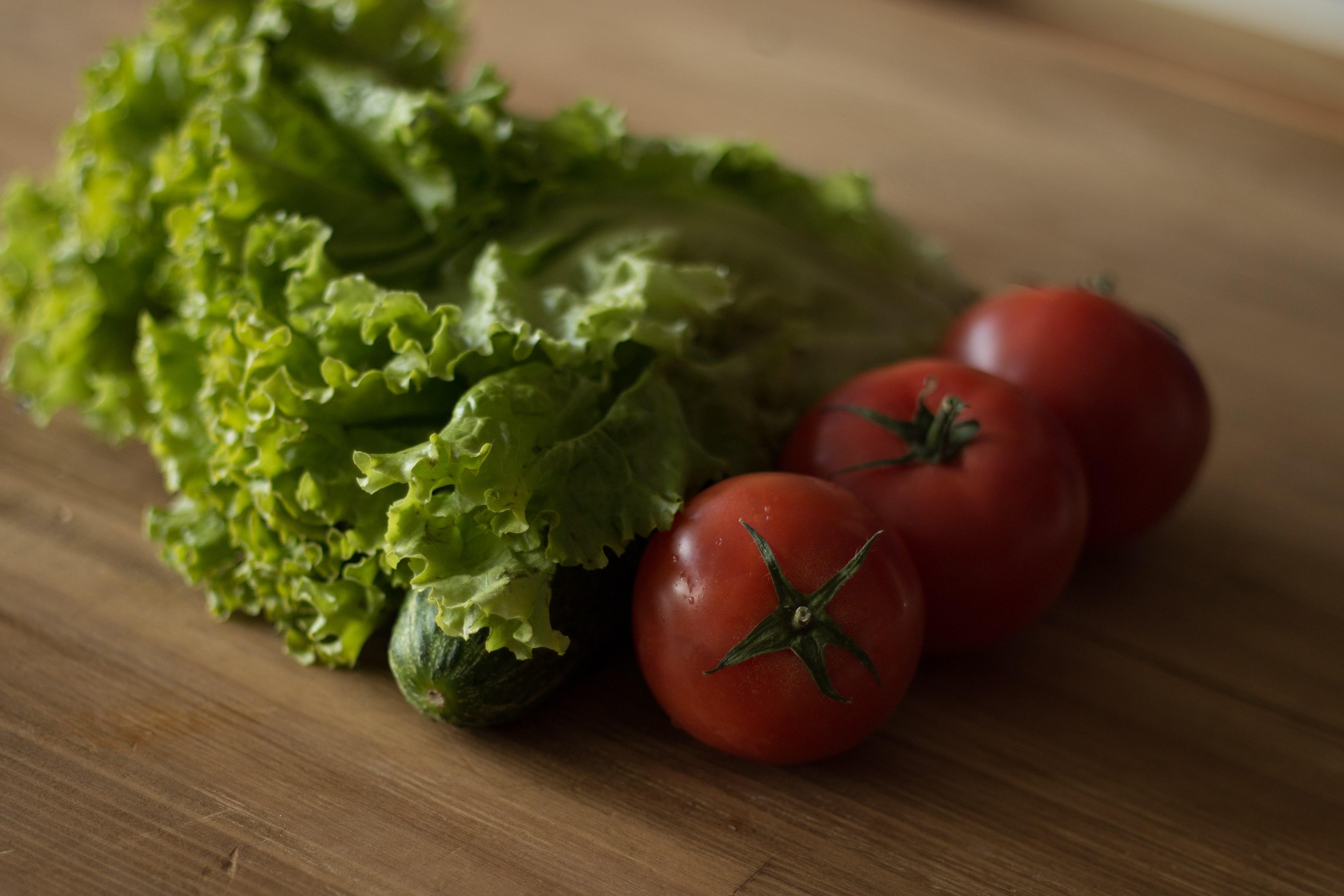 томат и зелень