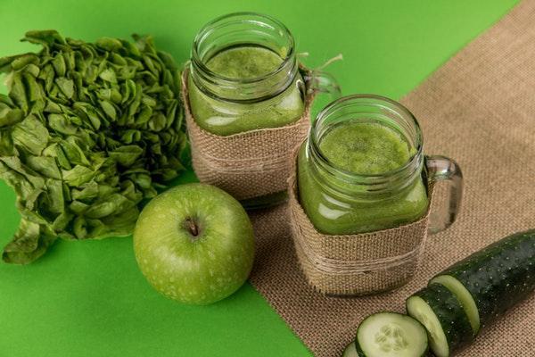 яблоки и шпинат