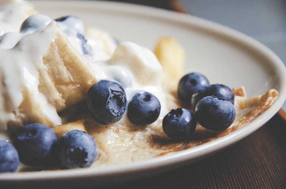 завтрак с бананом
