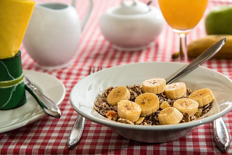 завтрак с бананами