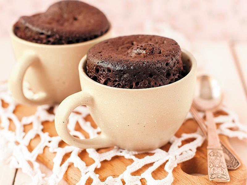 Шоколадно-банановый кекс в кружке